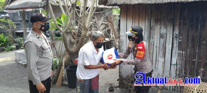 PPKM Darurat, Polres Klungkung Bagikan Beras kepada warga Terdampak