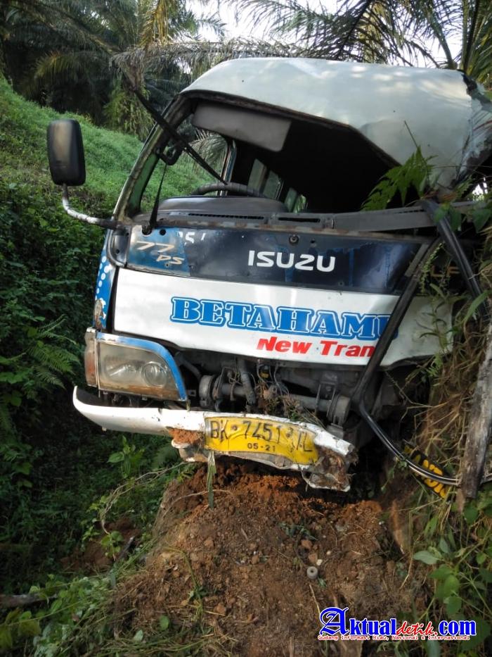 Terjadi Kecelakaan Berlalulintas Bus Betahamu Di Pematang Bandar