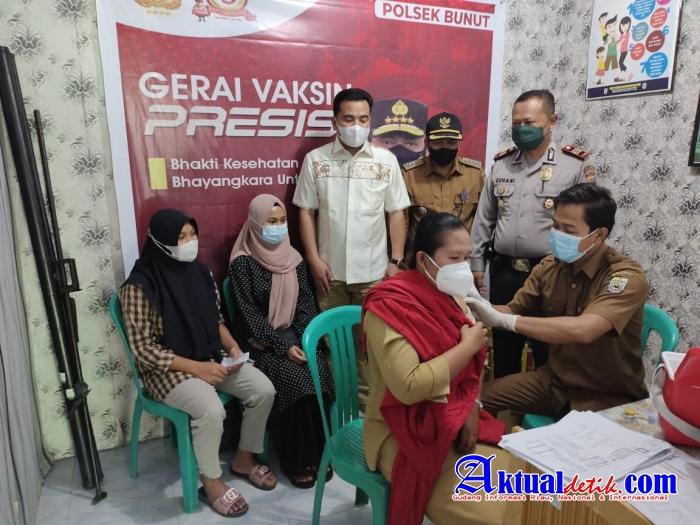 Kapolsek Bunut Bekerja Sama Dengan Puskesmas Madani Bandar Petalangan Gelar Kegiatan Vaksinasi Masal