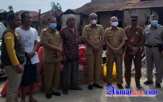 Sekda Tengku Mukhlis Serahkan Bantuan Sosial Korban Kebakaran