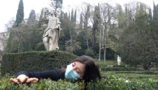 Warga Italia Atasi Stress Isolasi Corona Dengan Tarian