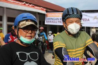 Kapolda Riau Resmikan Jaga Pemilu Dengan Gowes 20 KM Bersama Ketua Bawaslu Riau