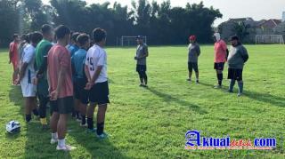 Ganjar Pranowo Ajak Pemain Elite Pro Akademi PSIS Jajal Stadion Jatidiri Semarang
