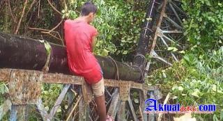 Ambruk Jembatan Pipa Induk PADM Halsel Sedang Diperbaiki