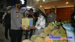 Polresta Pekanbaru Laksanakan Patroli Skala Besar Dan Bagikan Bansos Untuk Masyarakat