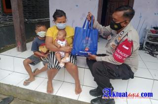 Melalui Bhabinkamtibmas, Polres Klungkung Kembali Salurkan Paket Sembako