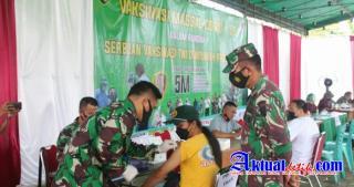 Danrem 045/Garuda Jaya Tinjau Serbuan Vaksinasi Tahap Ketiga Hari Kedua