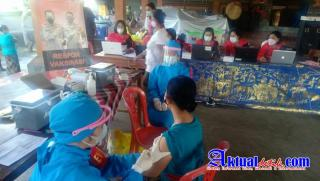 Polres Gianyar Bersama Polda Bali Gelar Respon Vaksinasi Covid-19 di Wantilan Pura Dalem Medahan