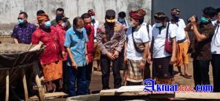 Kapolda Bali Dampingi Gubernur Dalam Kunjungan ke Petani Garam Tradisional di Desa Purwakerti Abang