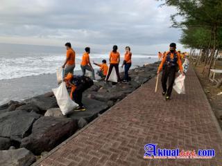 Sat. Polairud Polres Gianyar Bersama Trash Hero Laksanakan Kegiatan Bersih-bersih di Pantai Masceti
