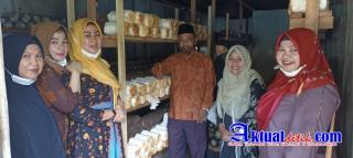 Pengurus Darma Wanita Provinsi Riau Kunjungi Tanaman Hidroponik Di SMA N 2 Siak Hulu