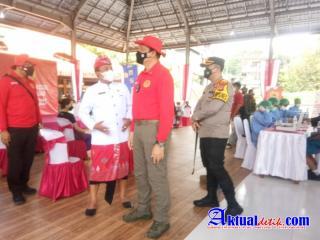 Kapolres Gianyar Dampingi Kabinda Bali Dalam Meninjau Pelaksanaan Vaksinasi Masal