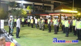 Tni-Polri Melaksanakan Patroli Gabungan Skala Besar dan Bagikan Sembako